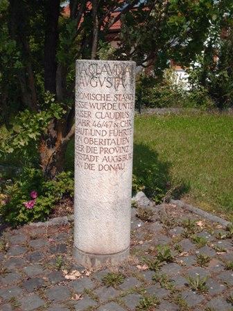 Gedenkstein der Via Claudia Augusta am Lechradweg